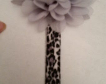 elastic headband with grey flower