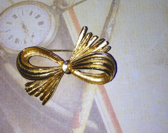 Gold tone bow pin brooch