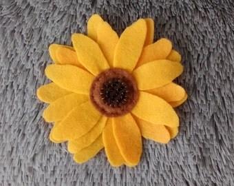 Felt Sunflower Brooch / Sunflower Pin/ Felt Accessories/ Handmade