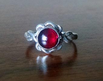 Celtic ring with Garnet