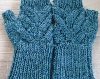 Women's fingerless gloves