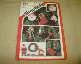 Simplicity #5635 Crochet Pattern - Christmas Ornaments