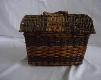 vintage wicker travel basket ca 1900,market basket,travel basket,shabby chic/french basket