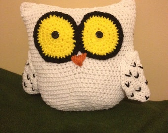 Large crocheted owl