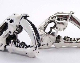 Metal Saber Tooth Skull Bead Pendant