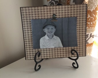 Brown houndstooth distressed clip picture frame with easel