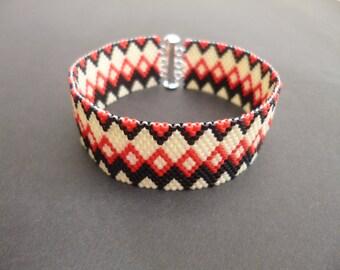 Geometric bracelet, Peyote bracelet, Zigzag bracelet, Red, Black, Cream, FREE UK shipping