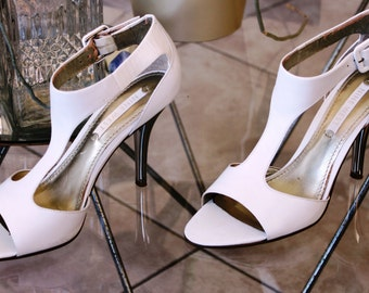 Majestic NINE WEST Vintage shoes, White leather stiletto heels brides shoes, Covered heel with silverstone, EU size 36 m