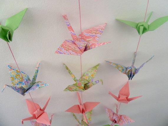 Mobile en origami 16 grues - rose et vert- chambre bébé fille ...