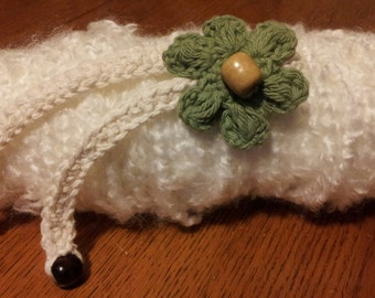 Crocheted choker with flower