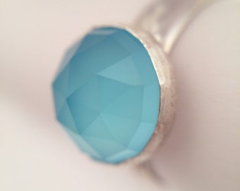 Elegant 10mm Rose Cut Sea Blue Chalcedony Ring, Size 7.25