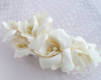 Wedding Ivory White Birdcage Veil Headpiece, Bridal Orchids Hair Piece, White Wedding Fascinator, Lily Flower Bridal Hair Clip