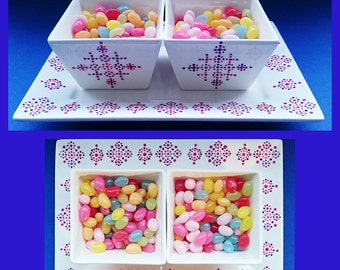 Little square bowls filled with jellybeans