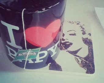 Wooden coaster Marylin Monroe decorated with pyrography achievable on order