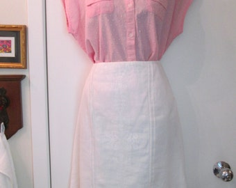 Ann Taylor Size 14 Fully Lined White Linen Skirt with Front Embroidery and Ruffle Bottom. Excellent Condition.
