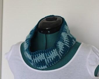 Blue Spike Stitch Crochet Cowl