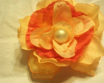 """3"""" two-toned flower clip"""