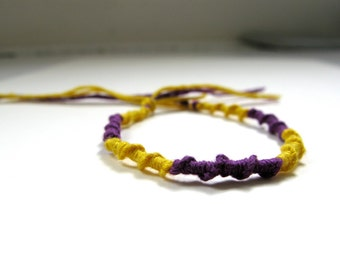 simple friendship bracelet: choose your own colors!