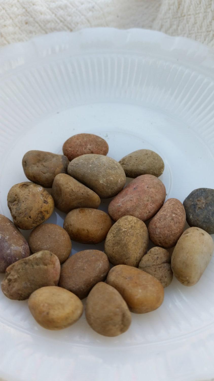 Natural River Rock : Medium river rock natural stone pebbles