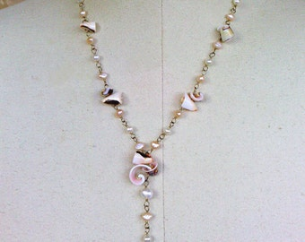 y-necklace with everlasting shell and peach and white pearls
