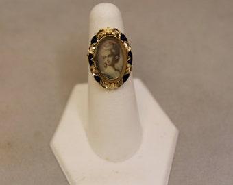 Vintage 18K Cameo Ring
