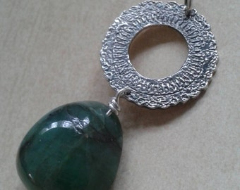Vintage Style Emerald Tumblestone & Etched Silver Doily Pendant