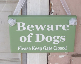 Beware of Dogs Please Keep Gate Closed Wood Vinyl Sign Spring Summer Green Garden Planter Home Entry Door Wall Decor Pet in Yard Premises