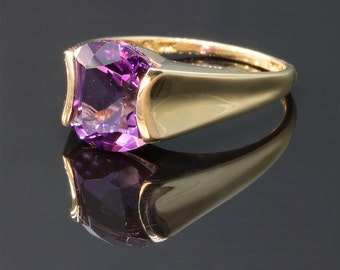 Vintage!! Fancy Amethyst and Gold ring
