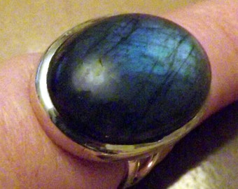 Amazing Labradorite Ring -Size 5.5 - Intuition enhancer -Reiki -Meditation Aid - sterling silver vintage style setting