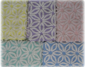 5 Fat Quarters Hofmann Daisy Pastel Vintage Chenille Bedspread Quilting Fabric 18x24 5 pieces