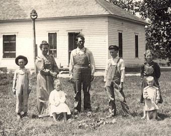vintage photo Edgar NE 1911 Ma & Pa Kids School bell Americana RPPC to Portland OR