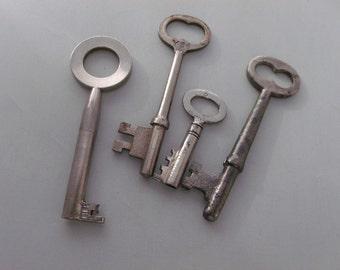Vintage Metal Skeleton key lot of 4