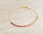 Simple Delicate Ombre Bracelet // Gold Minimalist Beaded Bracelet // Dainty & Cute Feminine Bracelet