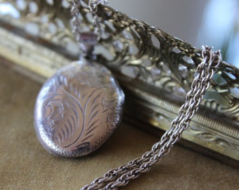 Vintage  floral Sterling  Locket Pendant, Vintage Locket, Oval sterling locket, long pendant, Romantic keepsake