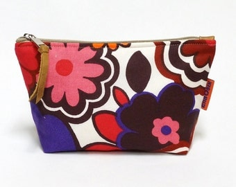 Floral Makeup Bag - Handmade with love from vintage fabrics. - zippered retro cosmetic pouch.