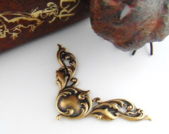ANTIQUE BRASS (2 Pieces) Scroll Corners Stamping - Jewelry Findings ~ Brass Stamping (C-1104)