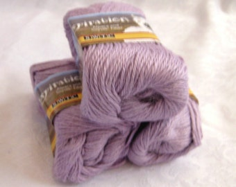 light PURPLE Alpaca blend yarn,  worsted weight, soy silk yarn, SWTC Inspiration, Relaxation (385)