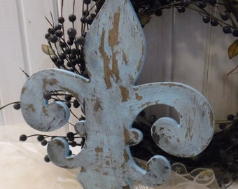 Fleur de Lis in Bird Egg Blue ~~ Cottage Chic ~~ Shabby ~~ Distressed ~~ Wall Hanging