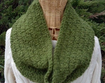 Cowl - Knitted - Forest Green - Box Pattern