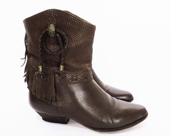 80's FRINGE cowboy boots // western ankle boots // brown leather ankle boots // women's size 8