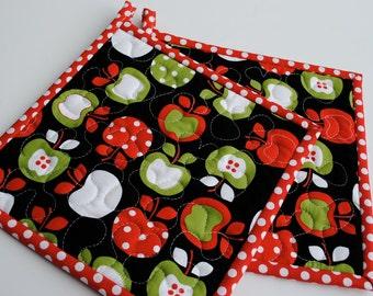 Apple Potholders, Metro Market Potholders, Quilted Potholders, Fabric Potholders, Set of 2 Hotpads, Shower Gift, Hostess Gift