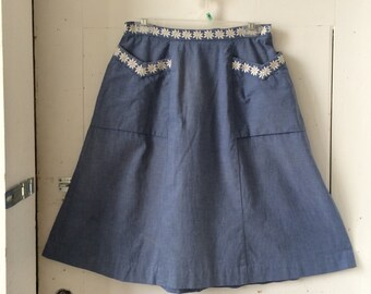 1970s A-Line High Waisted Chambray Skirt with Embroidered Daisies Size 8 - 10