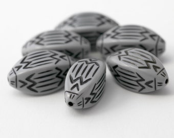 Vintage Beads Black Gray Lucite Oval Etched Lucite Beads 28mm (6)