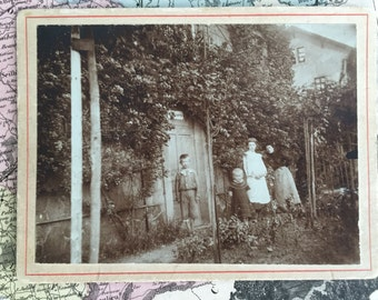 Late 1800s Rare Antique Cabinet Card Photograph of Four People in a Garden/Outdoors