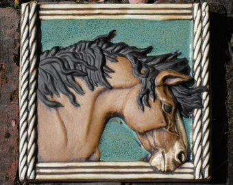 Buckskin mustang Tile