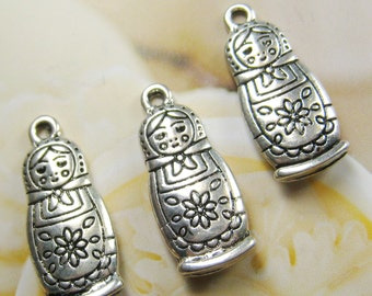 8 pcs 26mm - Silver plated Matryoshka doll charms (CM022)