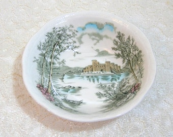 """Alfred Meakin English Staffordshire Queens Castle 6 1/2"""" Bowl"""
