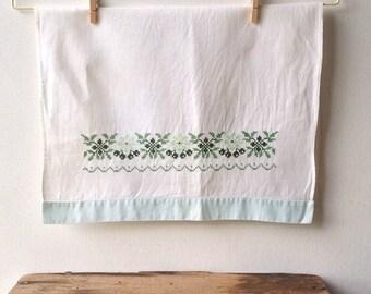Vintage Linen Embroidered Hand Towel