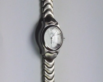 Timex Indiglo Vintage Wristwatch Pristine Condition Water Resistant 50m   Band Medium wrist Internal light ALL Working a Beauty to have