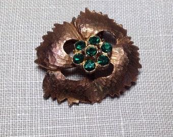 SALE Vintage Emerald Green Rhinestone Pin Brooch Gold Tone Brushed